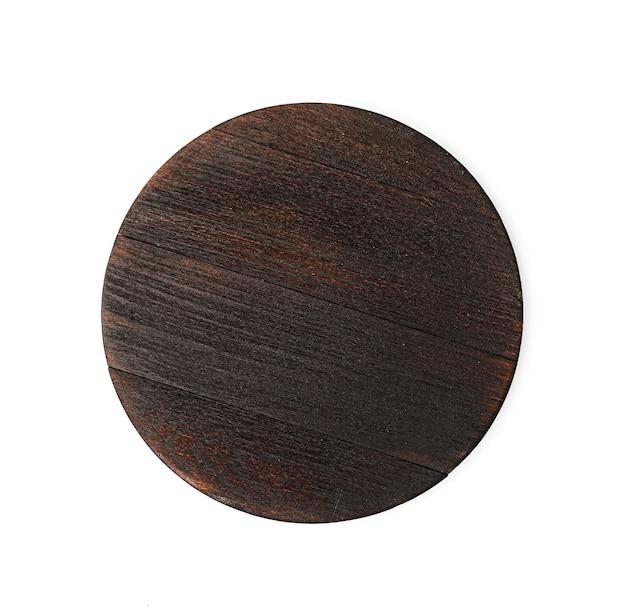 Planche à découper en bois foncé sur fond blanc