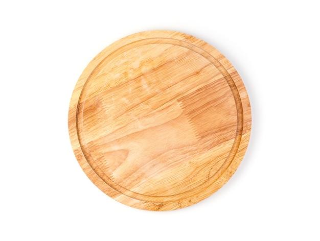 Planche à découper de cuisine en bois naturel isolé sur fond blanc.