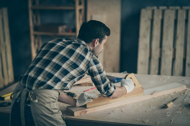 Planche de polissage de menuisier de vue arrière de confiance sérieuse pour l'utiliser pour fabriquer de nouveaux meubles en gants