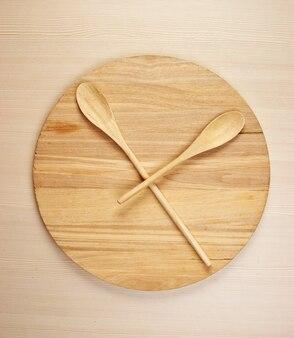 Planche wutting et cuillères en bois