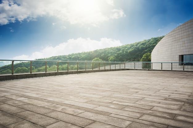 Plancher vide et passage architectural moderne