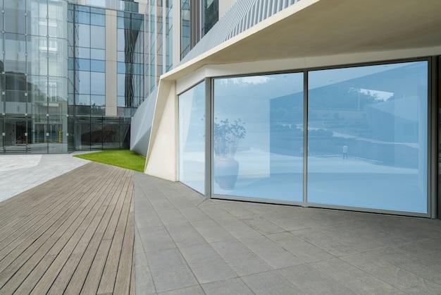 Planchers vides et immeubles de bureaux dans le centre financier, qingdao, chine