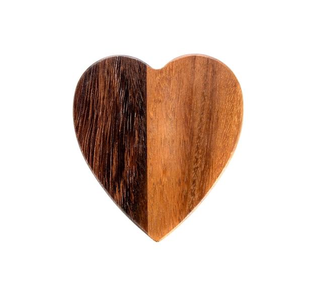 Planches de bois en forme de coeur sur blanc.