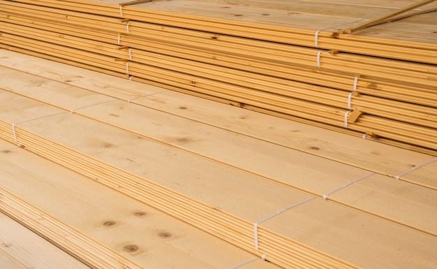 Planches de bois pour la construction vue élevée