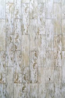 Planches de bois vintage peintes avec de la peinture en couches blanches. conception de fond abstrait.
