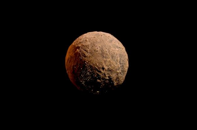 Planète sans vie sur fond noir
