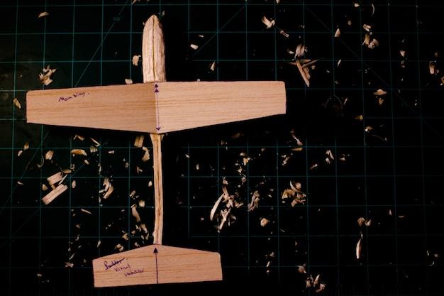 Planeur de bois de balsa en préparation