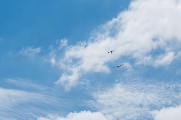 Planeurs volant dans le ciel