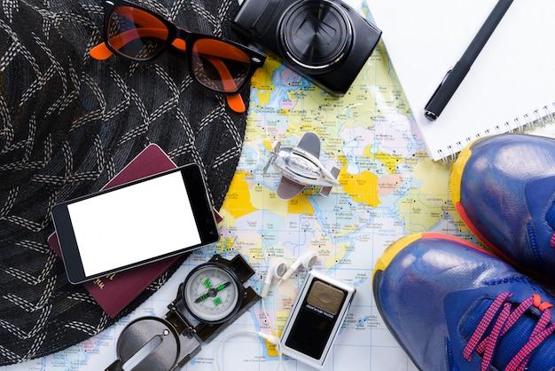 Planificateur de voyage avec tous les accessoires nécessaires au voyage