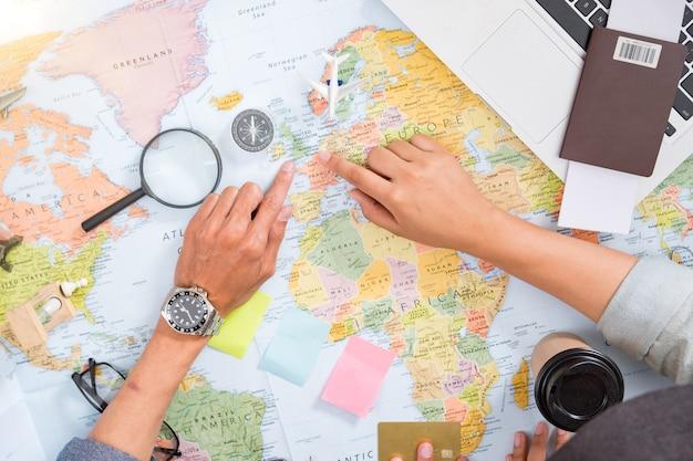 Planification de carte touristique de vacances de voyage - plan de voyage, vacances de voyage, maquette de tourisme, tenue de voyageur.
