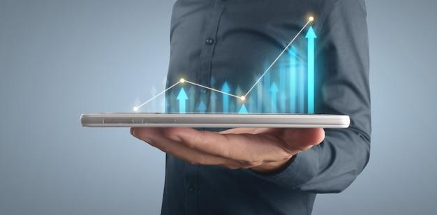 Planifier la croissance du graphique et l'augmentation des indicateurs positifs du graphique dans son entreprise sur tablette