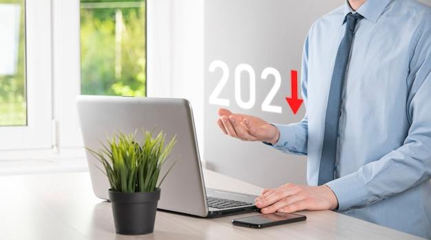 Planifier une croissance négative des affaires dans le concept de l'année 2021. plan d'affaires et augmentation des indicateurs négatifs dans son entreprise, baisse des concepts commerciaux.