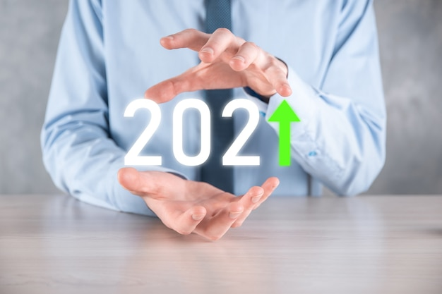 Planifier Une Croissance Positive De L'entreprise Dans Le Concept De L'année 2021 Photo Premium