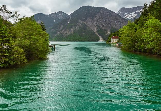 Plansee alps mountain lake vue de jour couvert d'été, tyrol, autriche