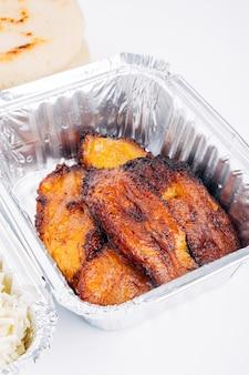 Plantain frit également appelé platano macho frito ou tranches