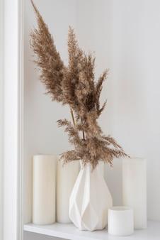 Plante à la maison dans un arrangement de décoration de vase