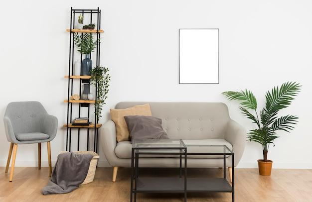 Plantes avec cadre vide et canapé