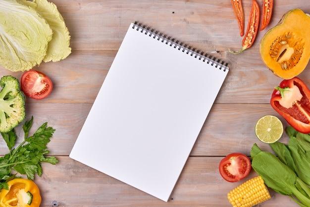 Plaque d'ardoise vintage borderand légumes pour votre texte