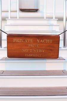 Plaque d'interdiction d'entrée sur yacht privé