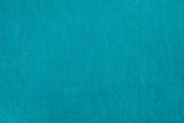 Plaque métallique imparfaite. gros plan de peinture fissurée. texture des dommages en macro. panneau métallique grungy. fond texturé. mur de fer inégal et décoloré. surface obsolète. peler la vieille peinture. floconnage de colorant