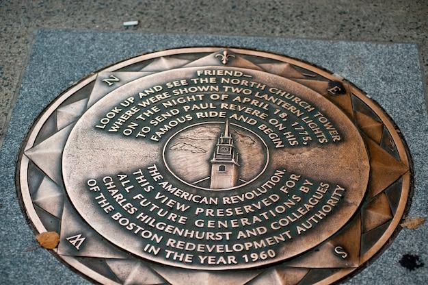 Plaque de paul revere sur le trottoir à boston, massachusetts, usa