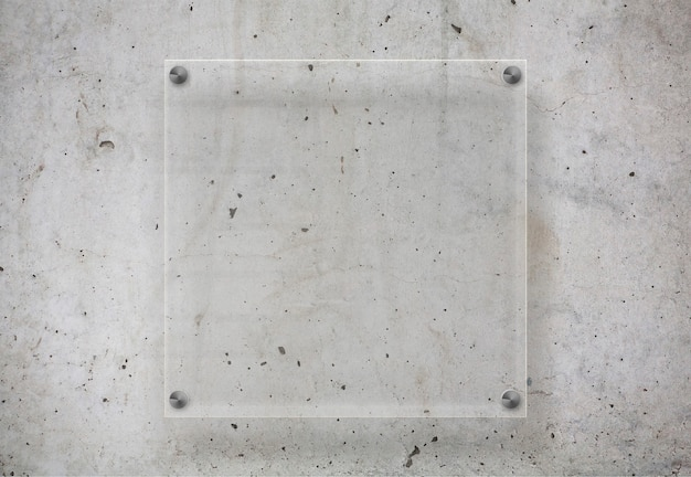 Plaque transparente sur surface en béton