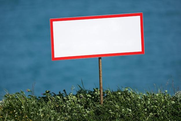 Plaque vierge sur l'avertissement de danger de l'espace de copie du lac