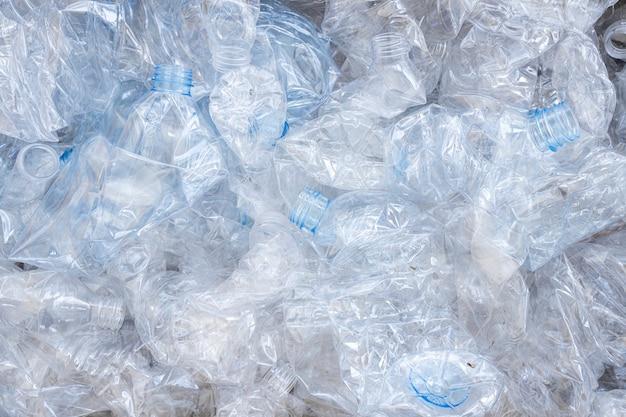 Le plastique est rassemblé pour être recyclé