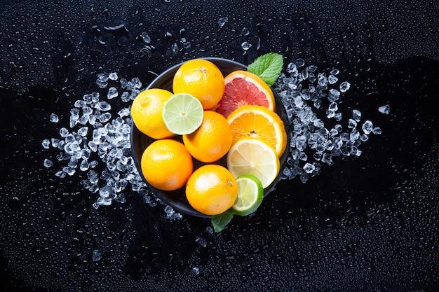 Plat d'agrumes à l'orange, au citron, au citron vert et au pamplemousse