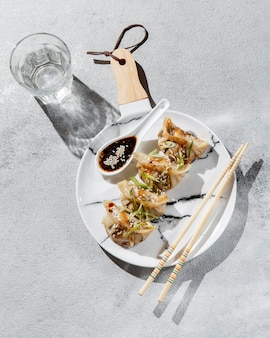 Plat asiatique avec des épices