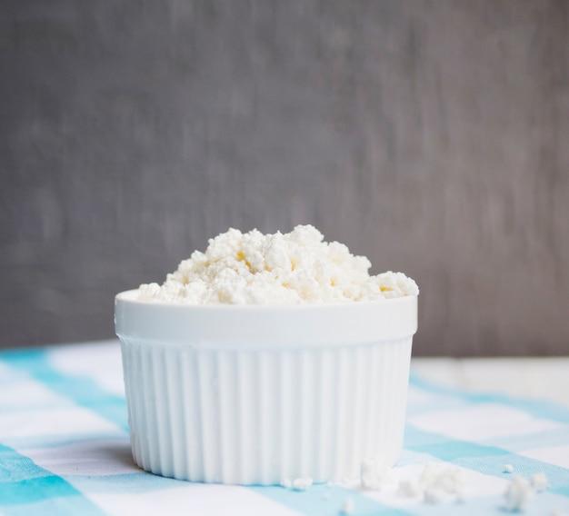Plat complet de fromage cottage