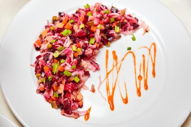 Plat du nouvel an russe. salade de vinaigrette