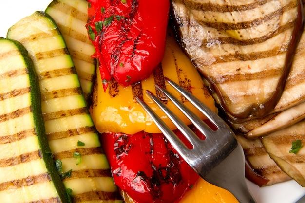 Plat avec des légumes grillés