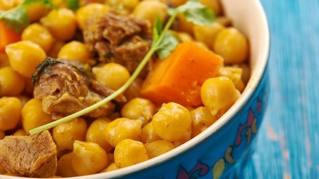 Plat ouzbek gushtnut - mouton aux pois chiches, cuisine d'asie centrale