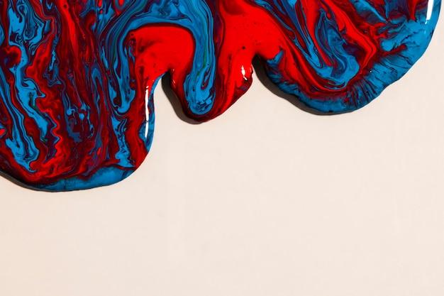 Plat poser mixte peinture sur fond clair