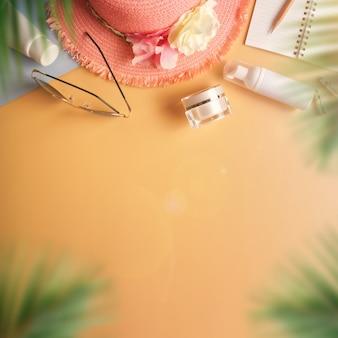 Plat poser, vue de dessus du blogueur voyageur élégant de l'été
