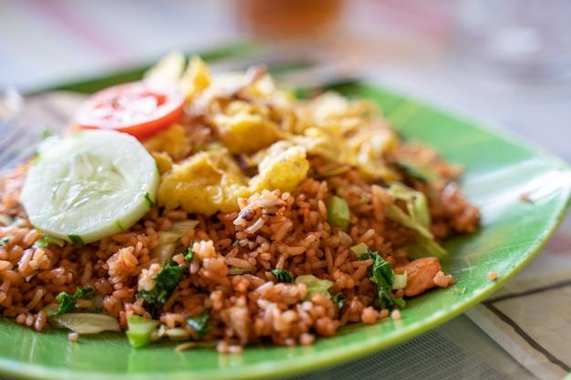 Plat de riz et légumes