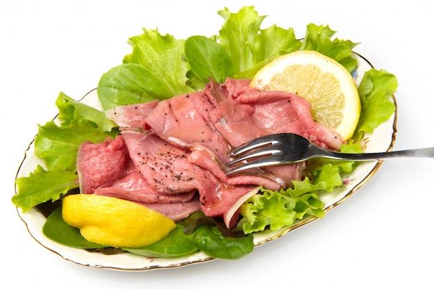 Plat avec roastbeef avec salade