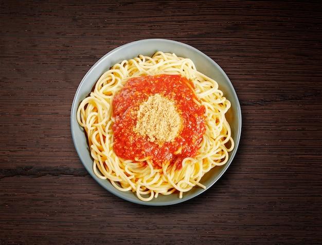 Plat de spaghettis à la bolognaise