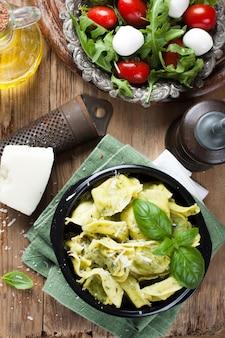 Plat de tortellinis italiens