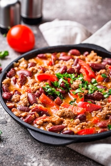 Plat traditionnel mexicain au chili con carne