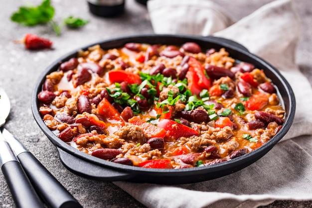 Plat traditionnel mexicain au chili con carne