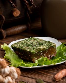 Plat traditionnel russe viande gélifiée