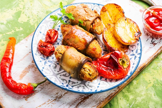 Plat turc d'aubergines parmak-koft