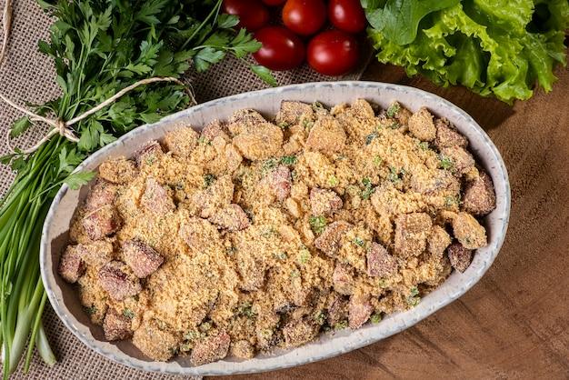 Plat typique de la cuisine brésilienne appelé farofa