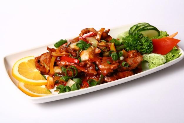 Plat de viande aux légumes