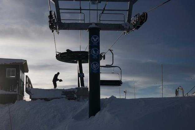 Plate-forme de remontées mécaniques dans la station de ski, kicking horse mountain resort, golden, colombie-britannique, canada