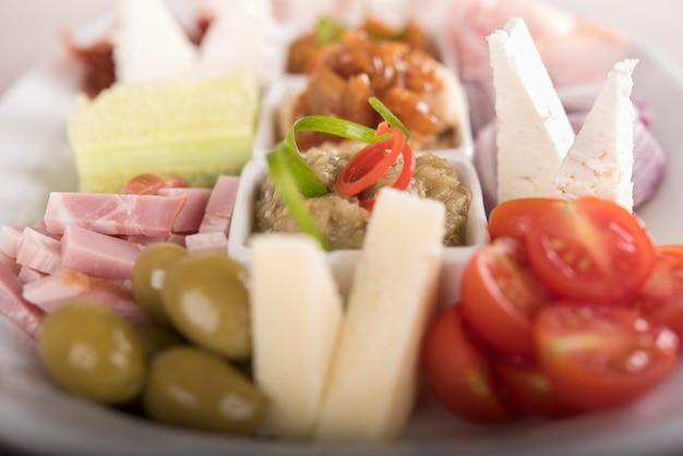 Plateau alimentaire roumain traditionnel