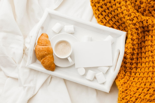Plateau avec petit déjeuner