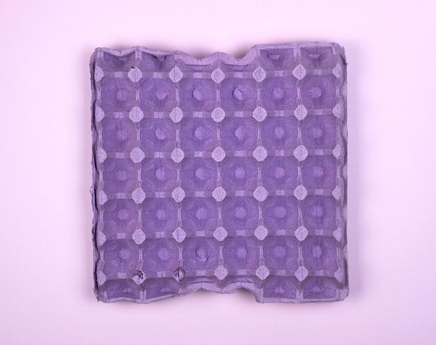 Plateau protecteur violet pour œufs de poule crus avec cellules